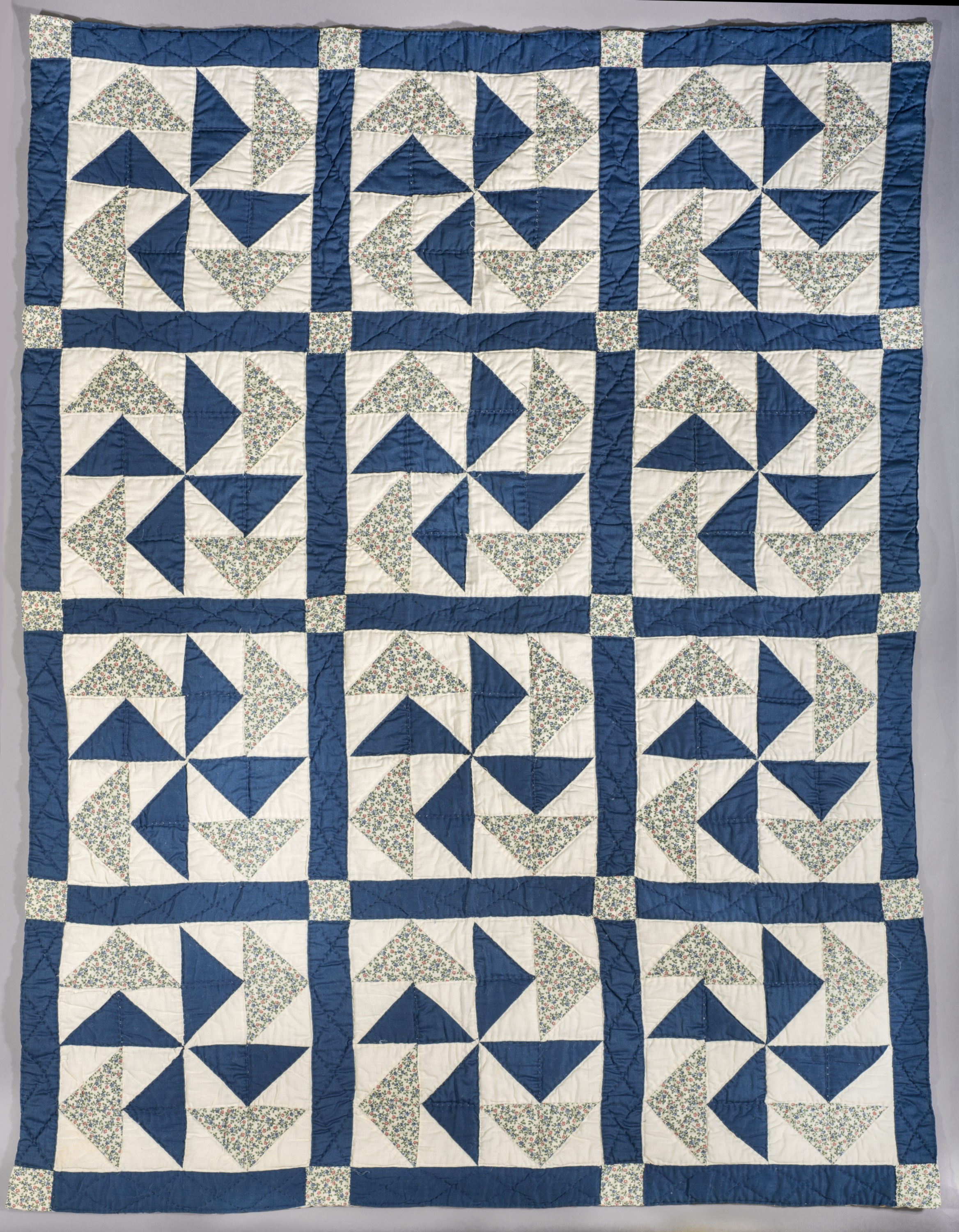 Picture of Blue Flower Quilt, Smithsonian Anacostia Community Museum Artist: Ira Blount