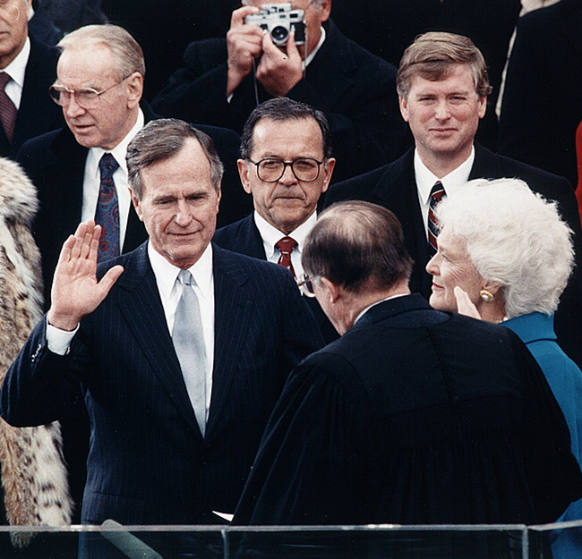 Chief Justice William Rehnquist administering the oath of office