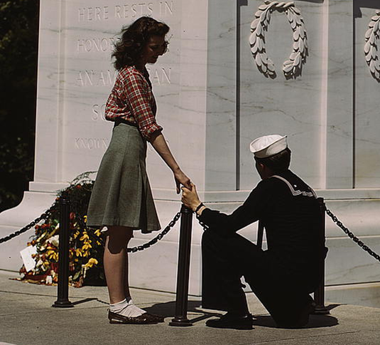 Sailor and girl at the Tomb of the Unknown Soldier