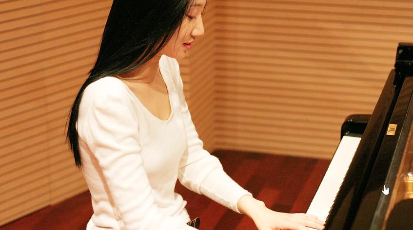 Pianist Jeon Su-yeon at her piano