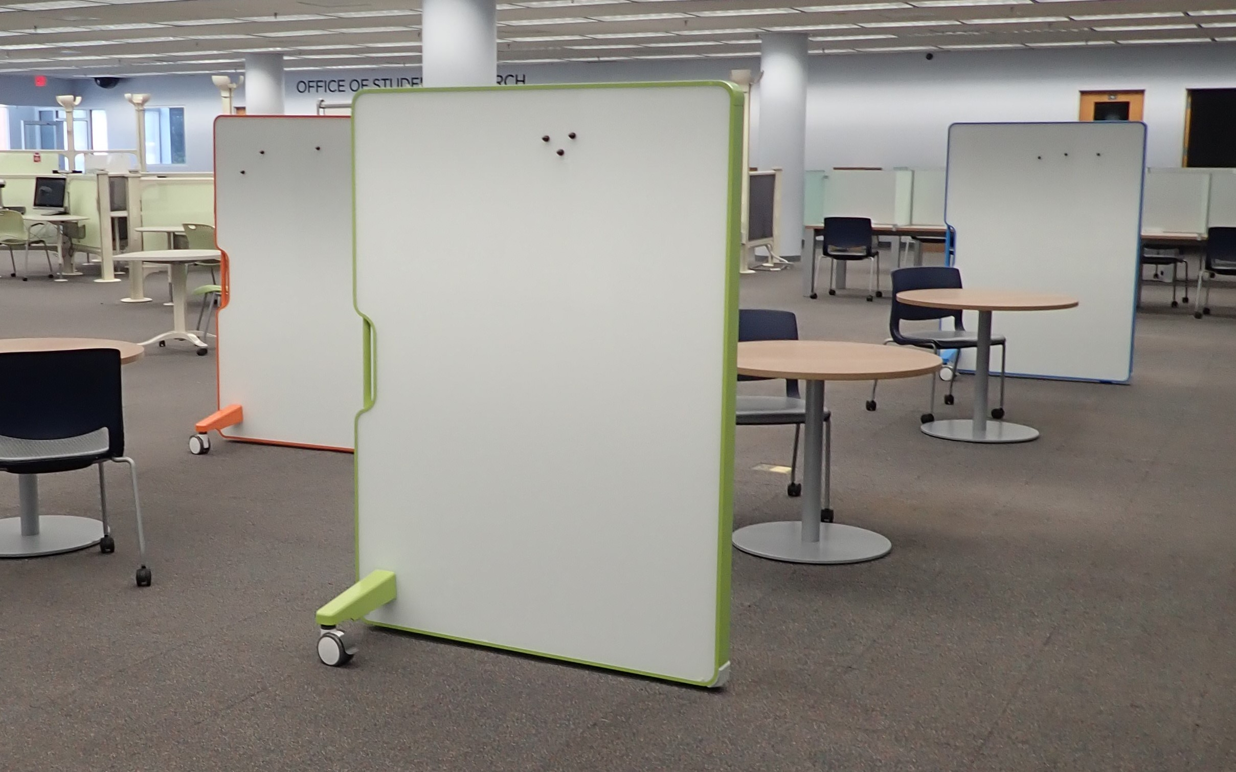 Movable magnetic whiteboard