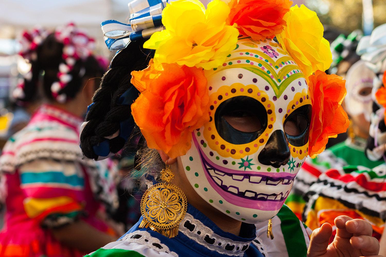 El Día de los Muertos American-style: Communicating with the Living.