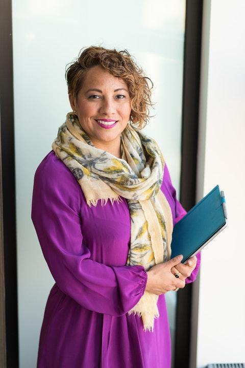 Latina Microsoft employee holding a tablet