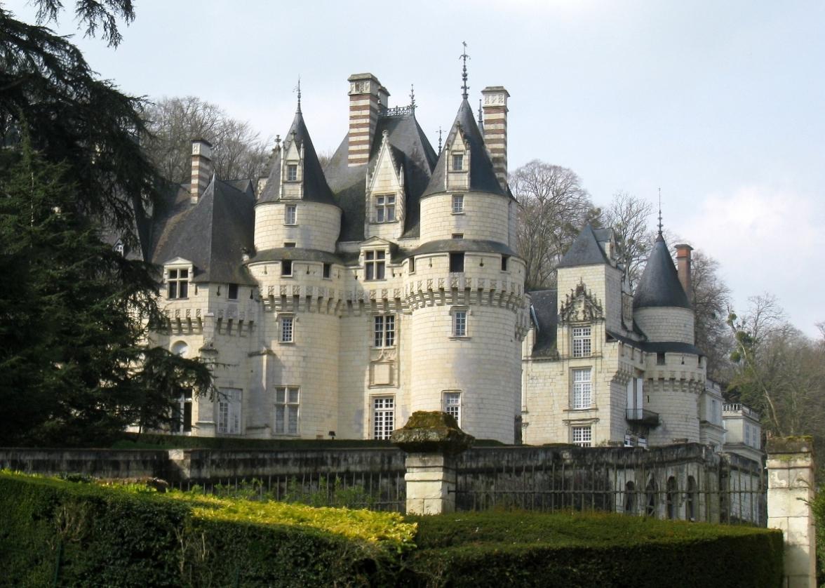 Color photo of Château d'Ussé (