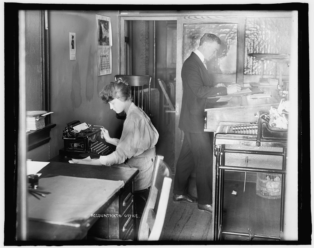 An accountant's office in 1910.