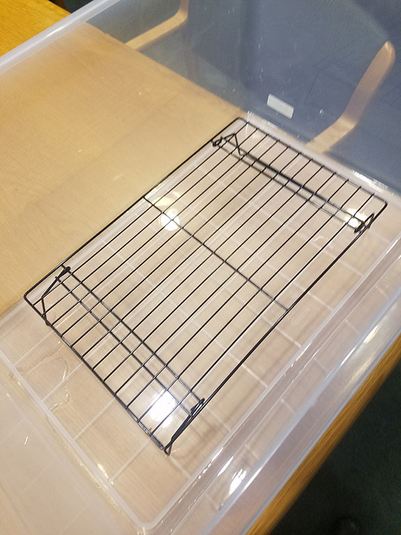 Cooling rack in tub with water