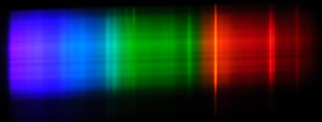 An air-gap flash spectrum generated with a grating.