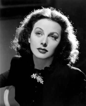 Hedy LaMarr (1914-2000) in 1944. Photo: By Employee(s) of MGM (source) [Public domain], via Wikimedia Commons.