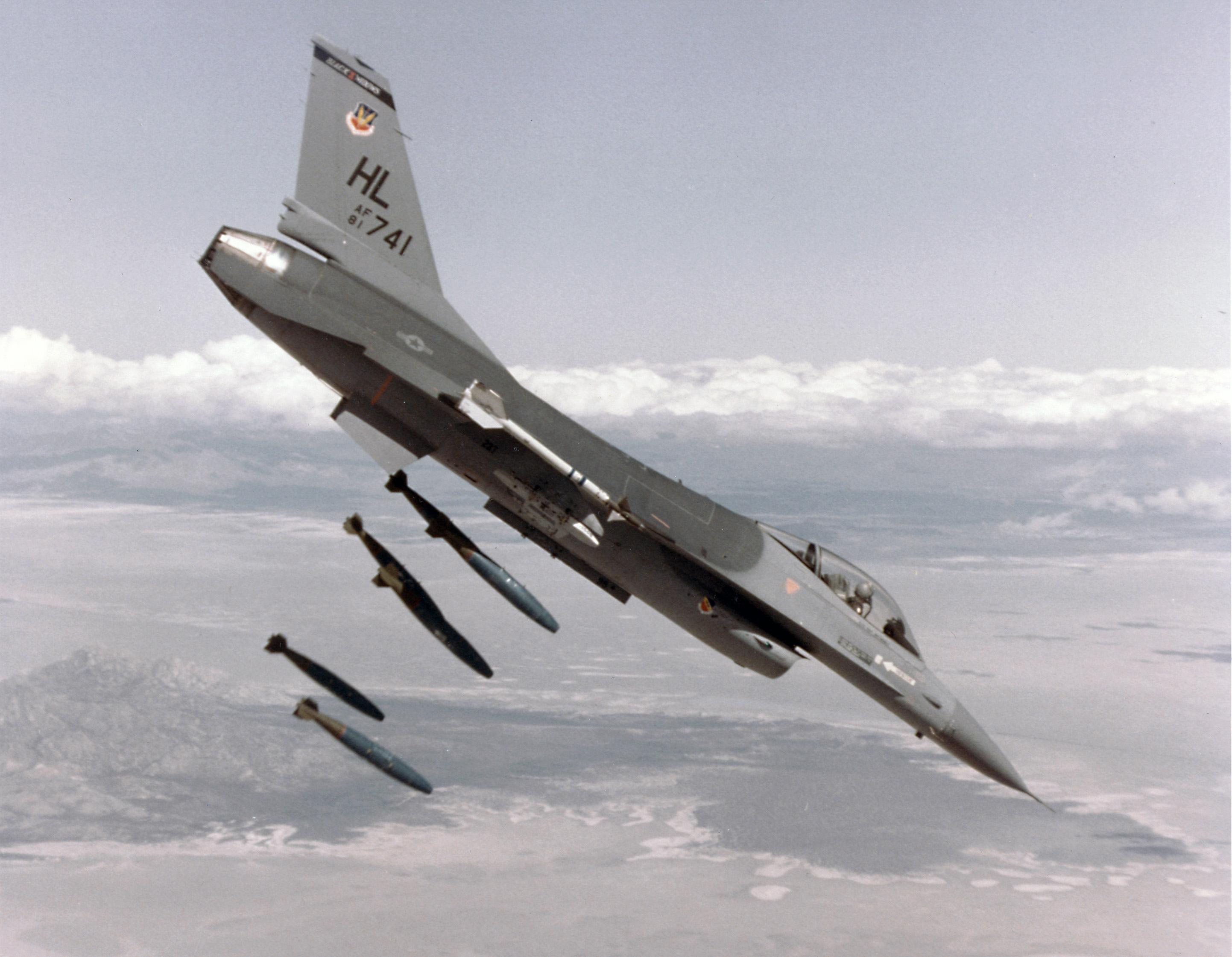 F-16 Fighter Bomber
