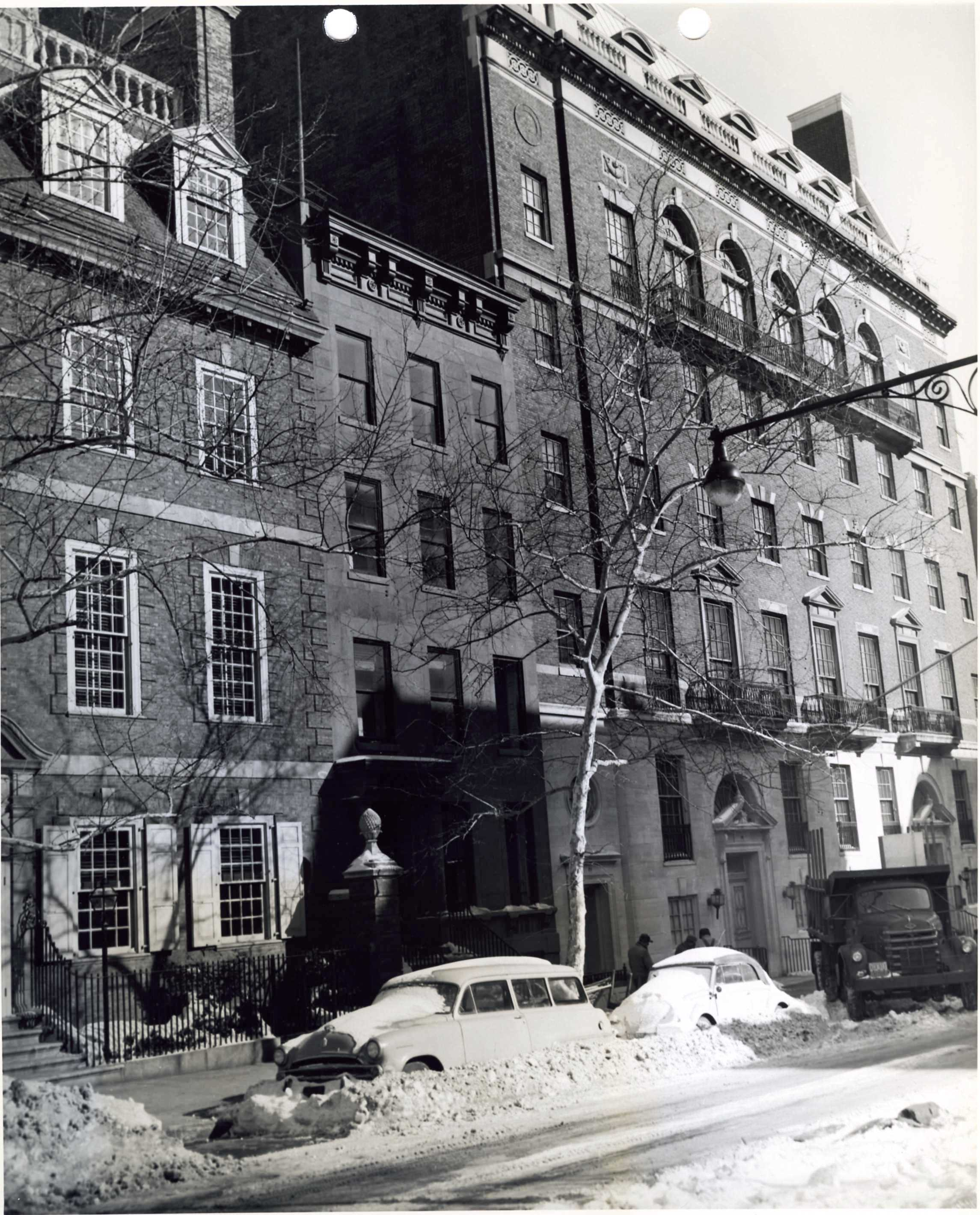 1961 photo of townhouse that stood between Colonial Dames and Marymount Manhattan College buildings