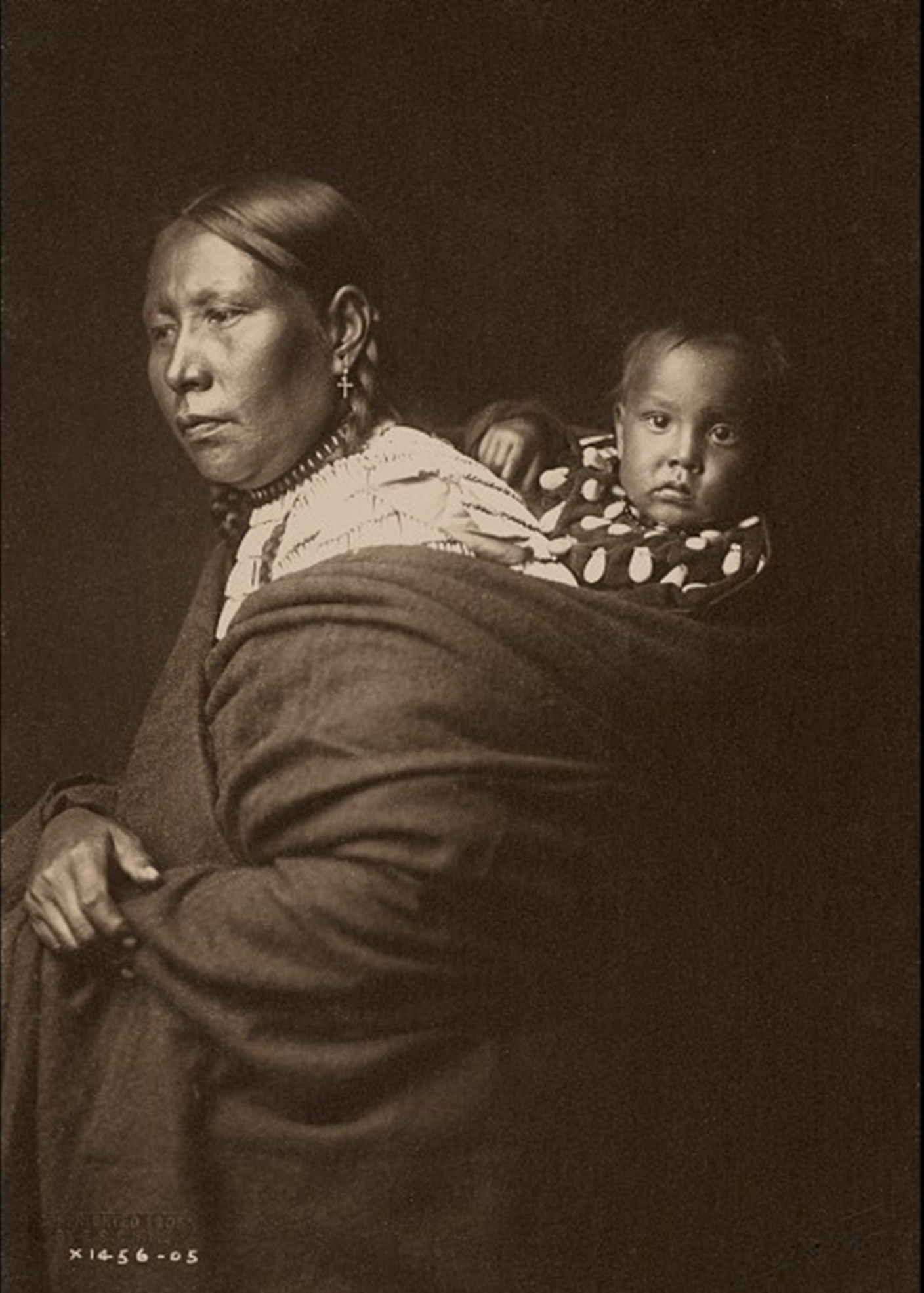 A Sioux Mother and Her Child (Edward S. Curtis, 1905)
