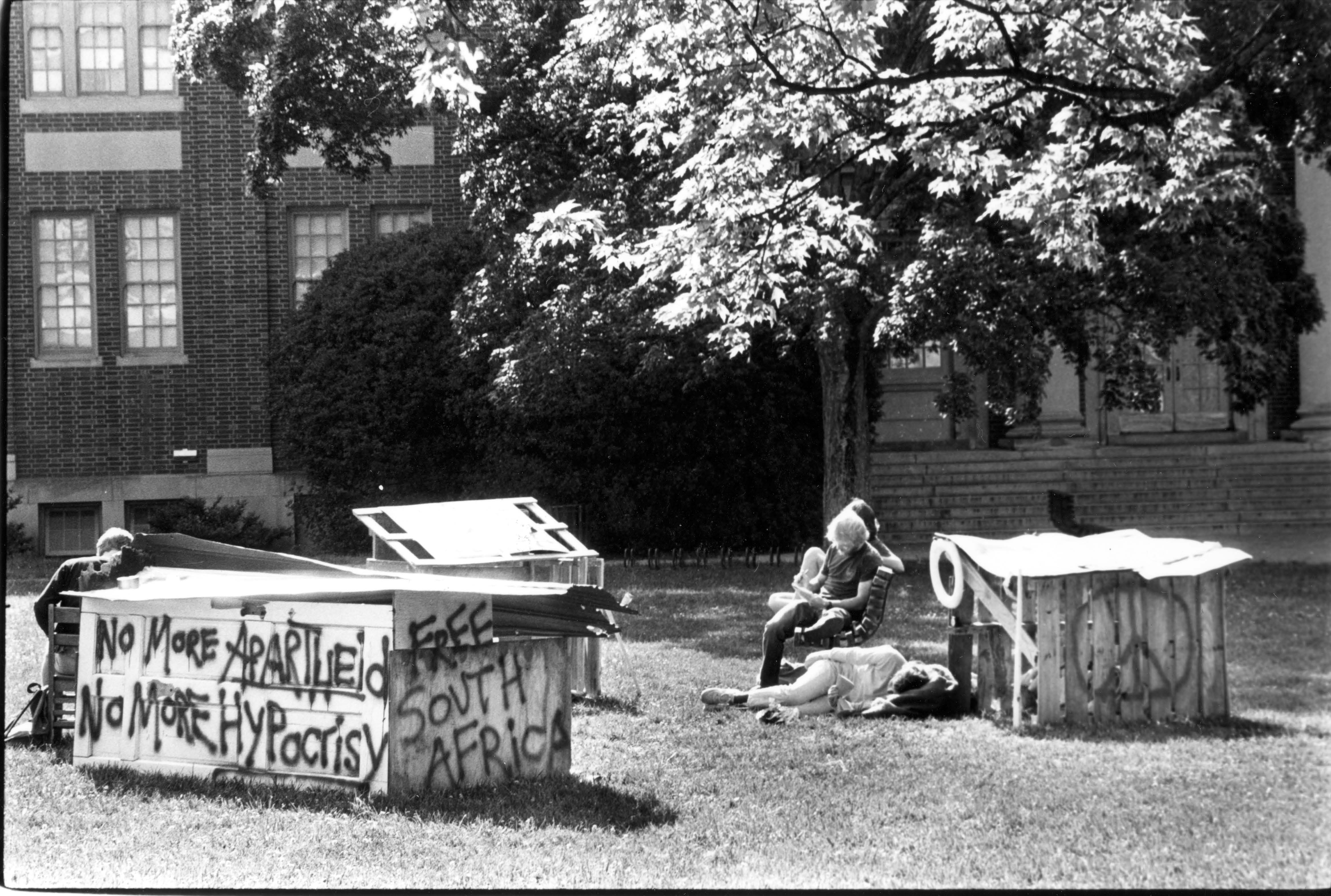 """""""Free South Africa"""" shanty in front of Chambers (Photo 27-0004)"""