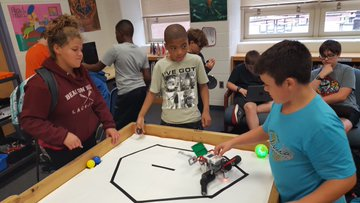 students working with EV3 robots