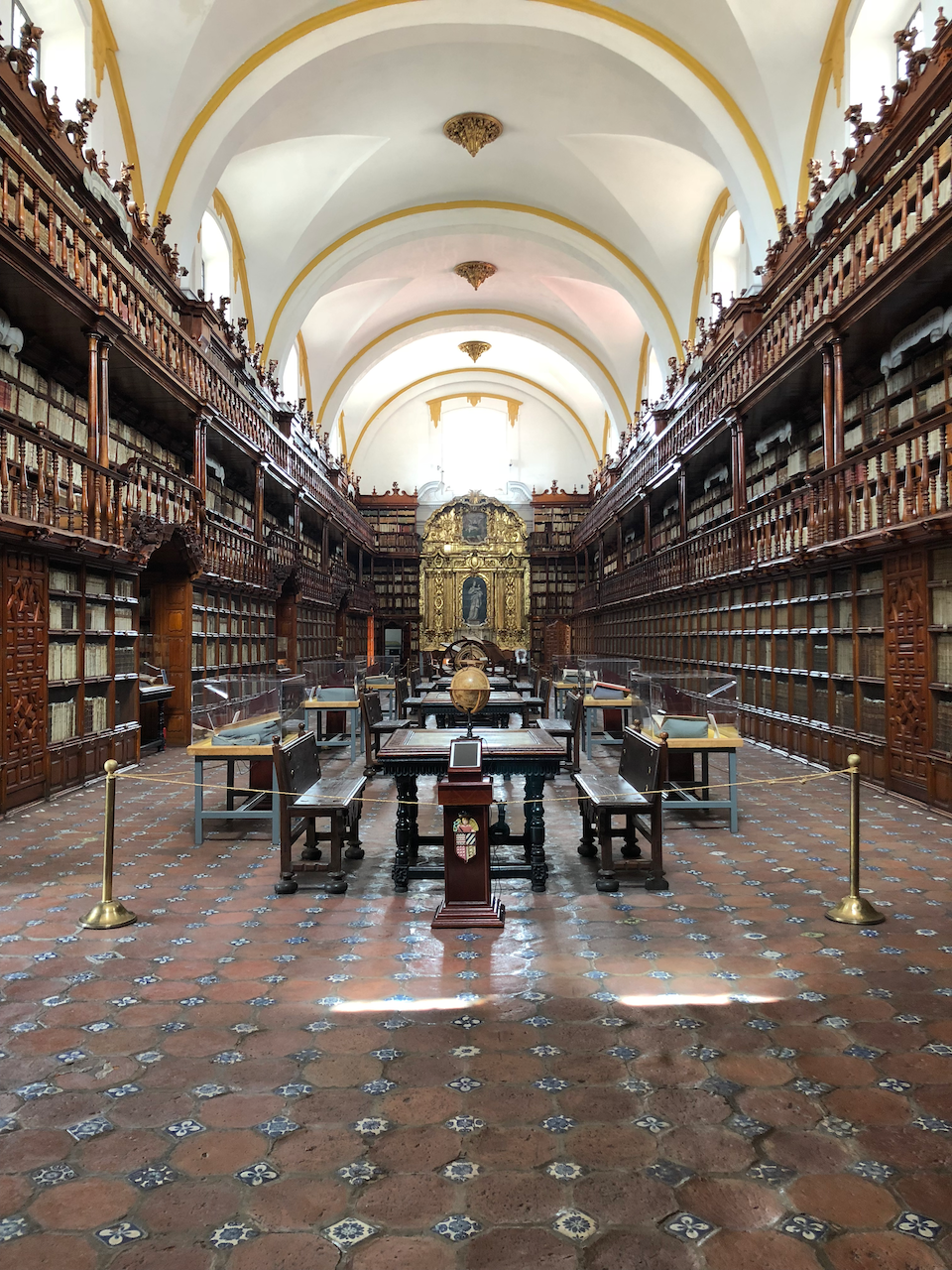 Photo of the Palafoxiana Library in Puebla, Mexico
