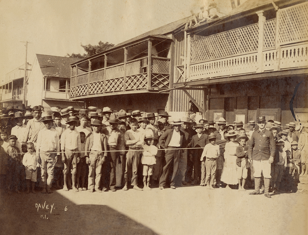 Photograph of residents quarantined in Honolulu's Chinatown