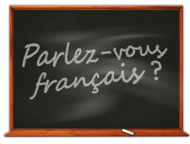 """""""parlez-vous francais"""" written on a chalkboard"""