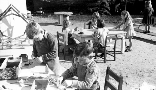 Kindy kids doing craft in the 1960s