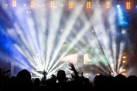 Pixabay, 'Concert Performance', CC Licence: CC0 Public Domain, (https://pixabay.com/en/service/terms/#usage), Image Source: https://pixabay.com/en/concert-performance-audience-336695/