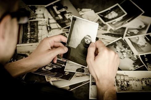 [Jarmoluk, 'Picture of old photographs', CC Licence: CC BY-NC-SA 2.0 (https://creativecommons.org/licenses/by/2.0/), Image Source: flickr (https://pixabay.com/en/photo-photographer-old-photos-256887/)]