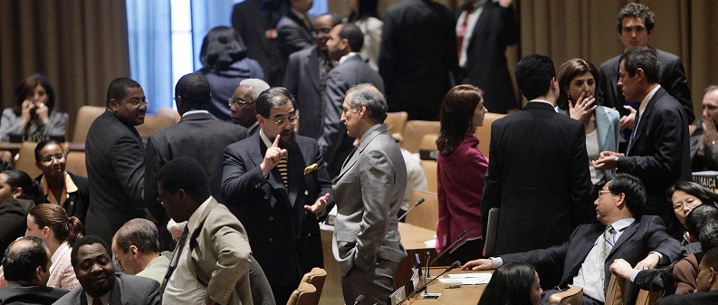 UN Photo #117440: Wide view of the Fifth Committee meeting's informal negotiations during a break in the meeting.