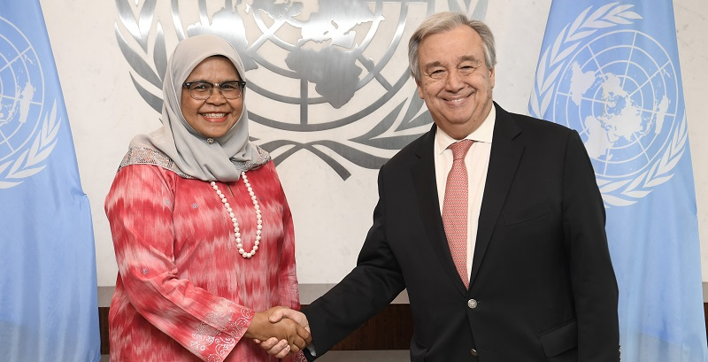 Secretary-General António Guterres (right) swears in Maimunah Mohd Sharif, new Executive Director of the United Nations Human Settlements Programme (UN-Habitat); UN Photo 749758