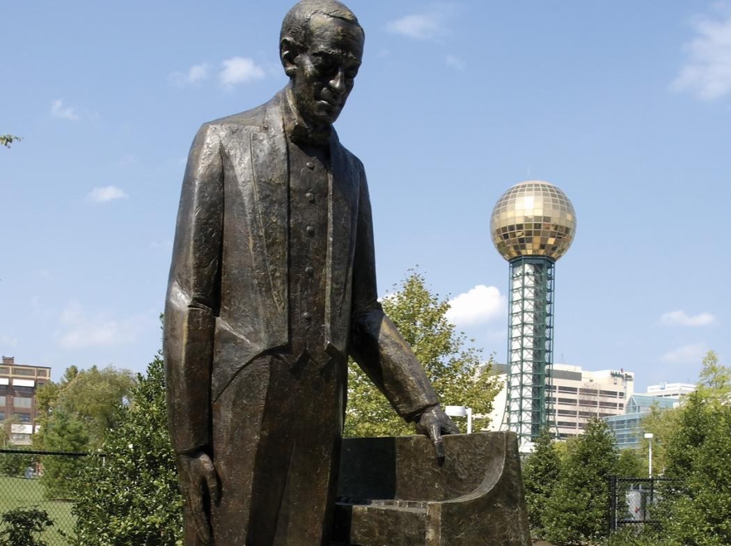 Image: The Statue of Rachmaninoff in World's Fair Park