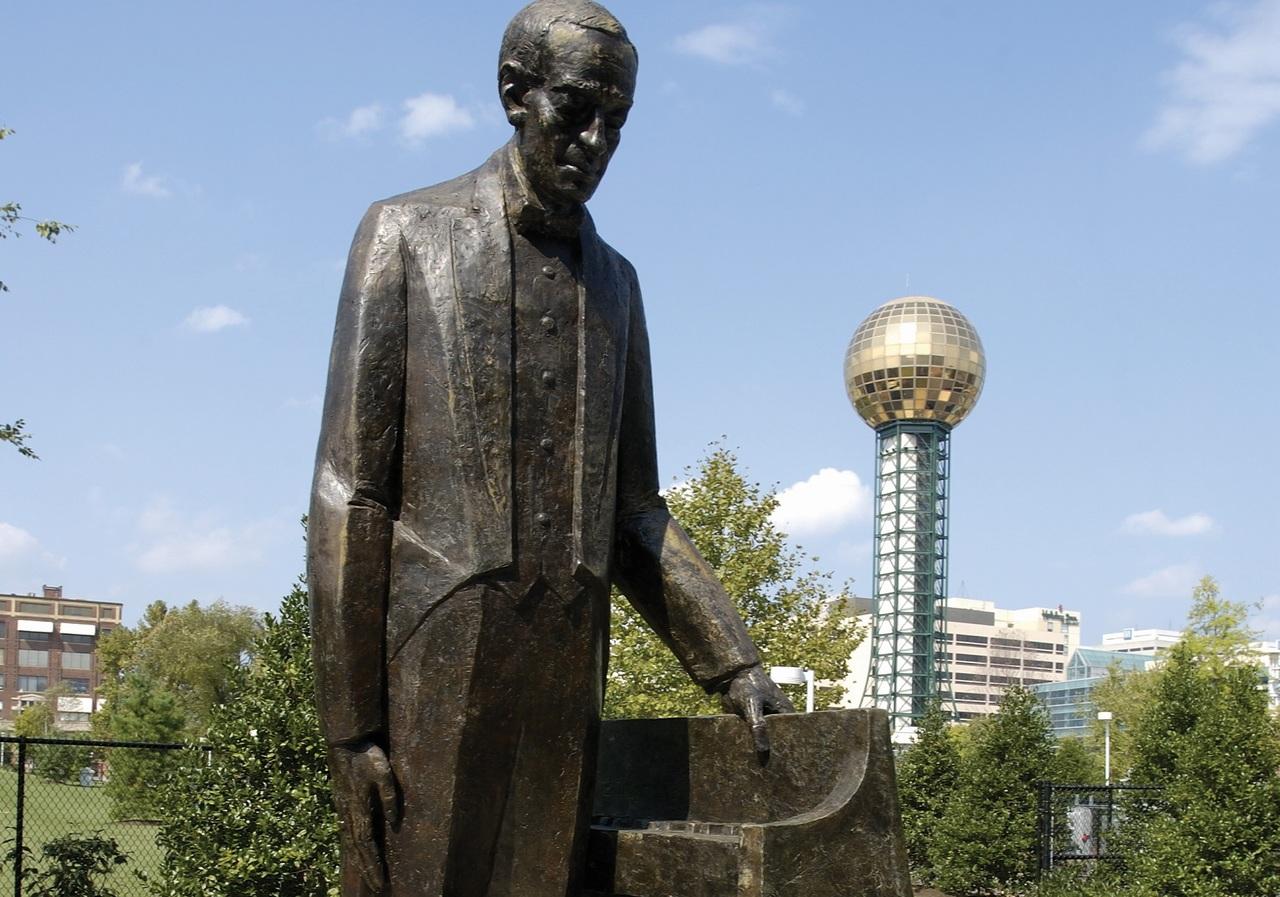 Rachmaninoff Statue