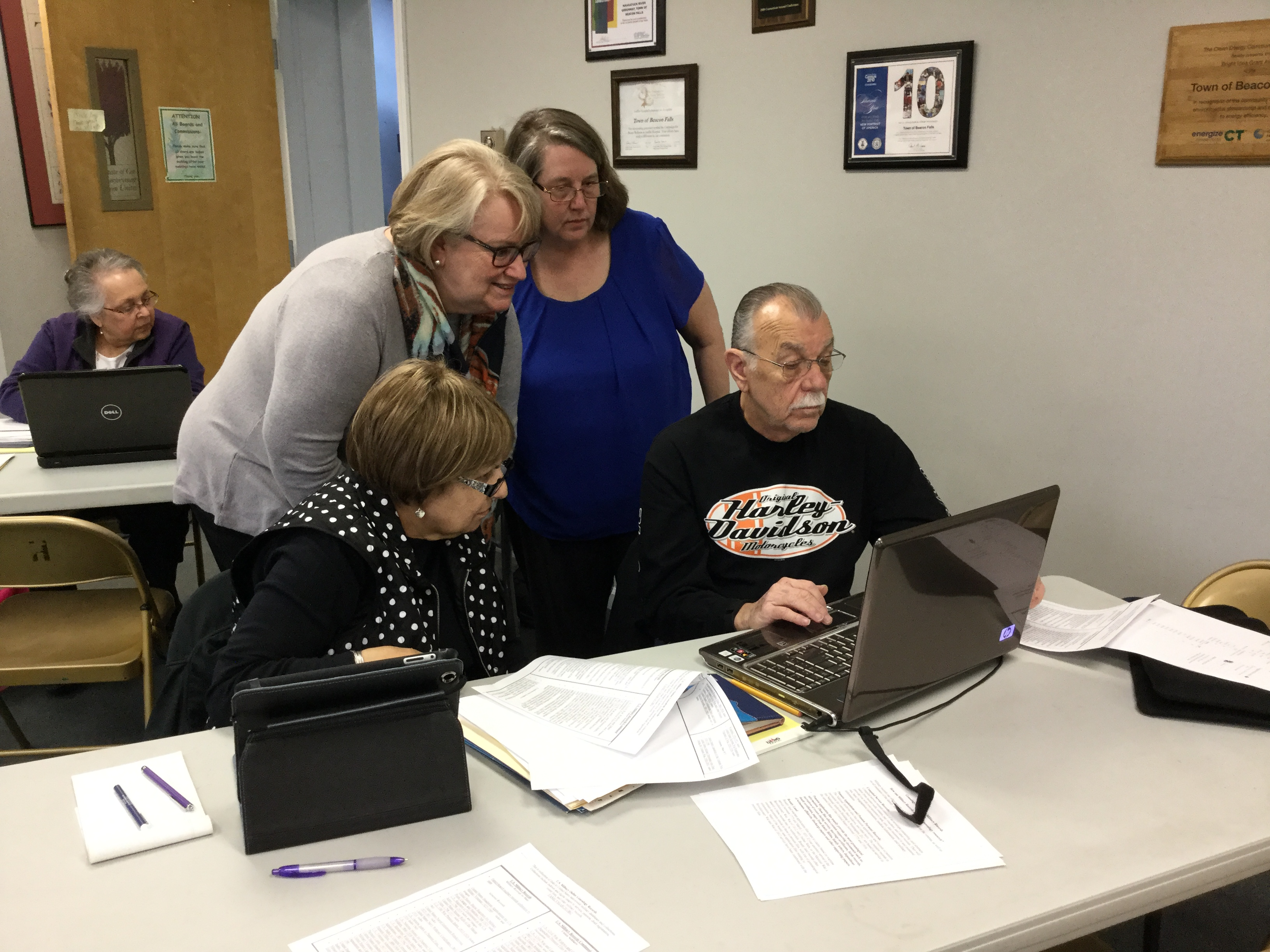 Participants in genealogy class at Beacon Falls PL