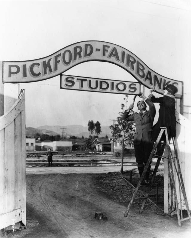 Image of Mary Pickford and Douglas Fairbanks