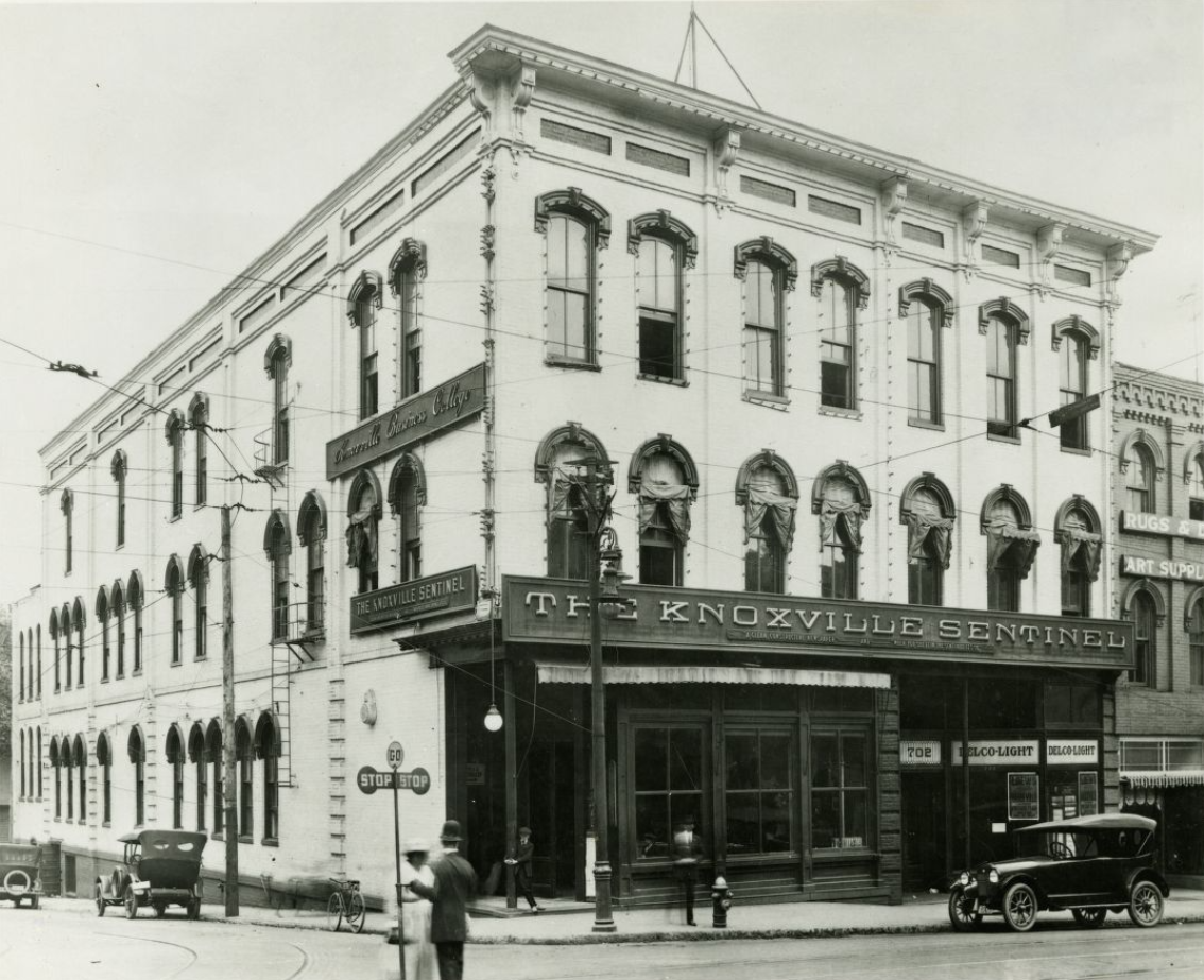 black and white photograph of the knoxville news sentinel building taken sometime between 1915-1924