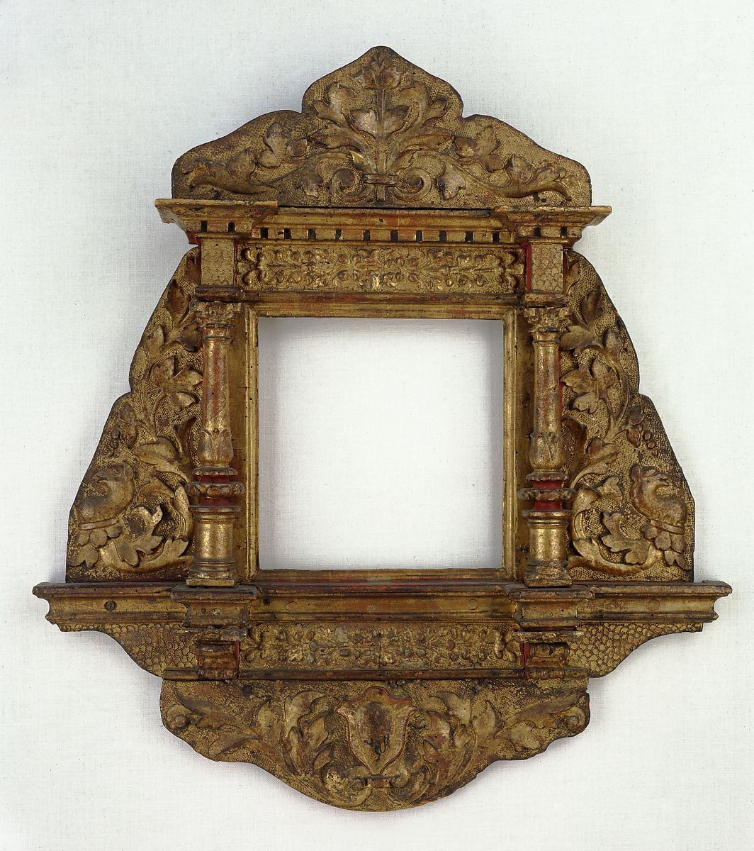 carved and gilt mirror frame