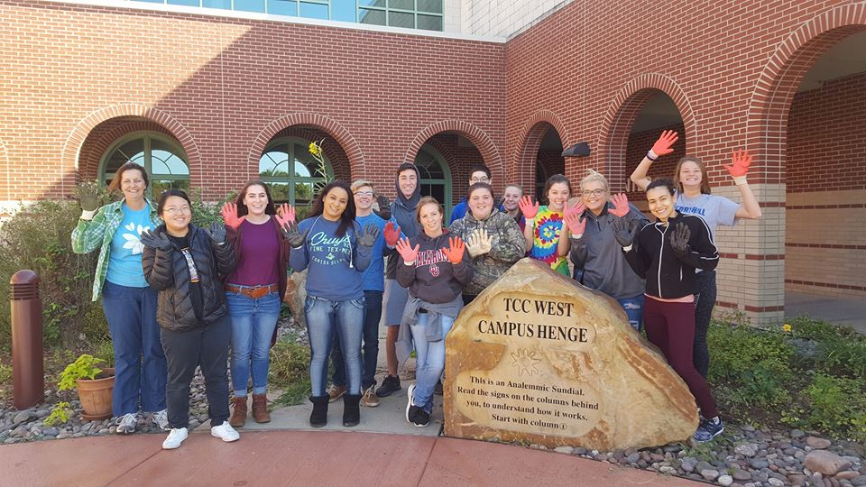 Picture of students at West Campus Clean Up event