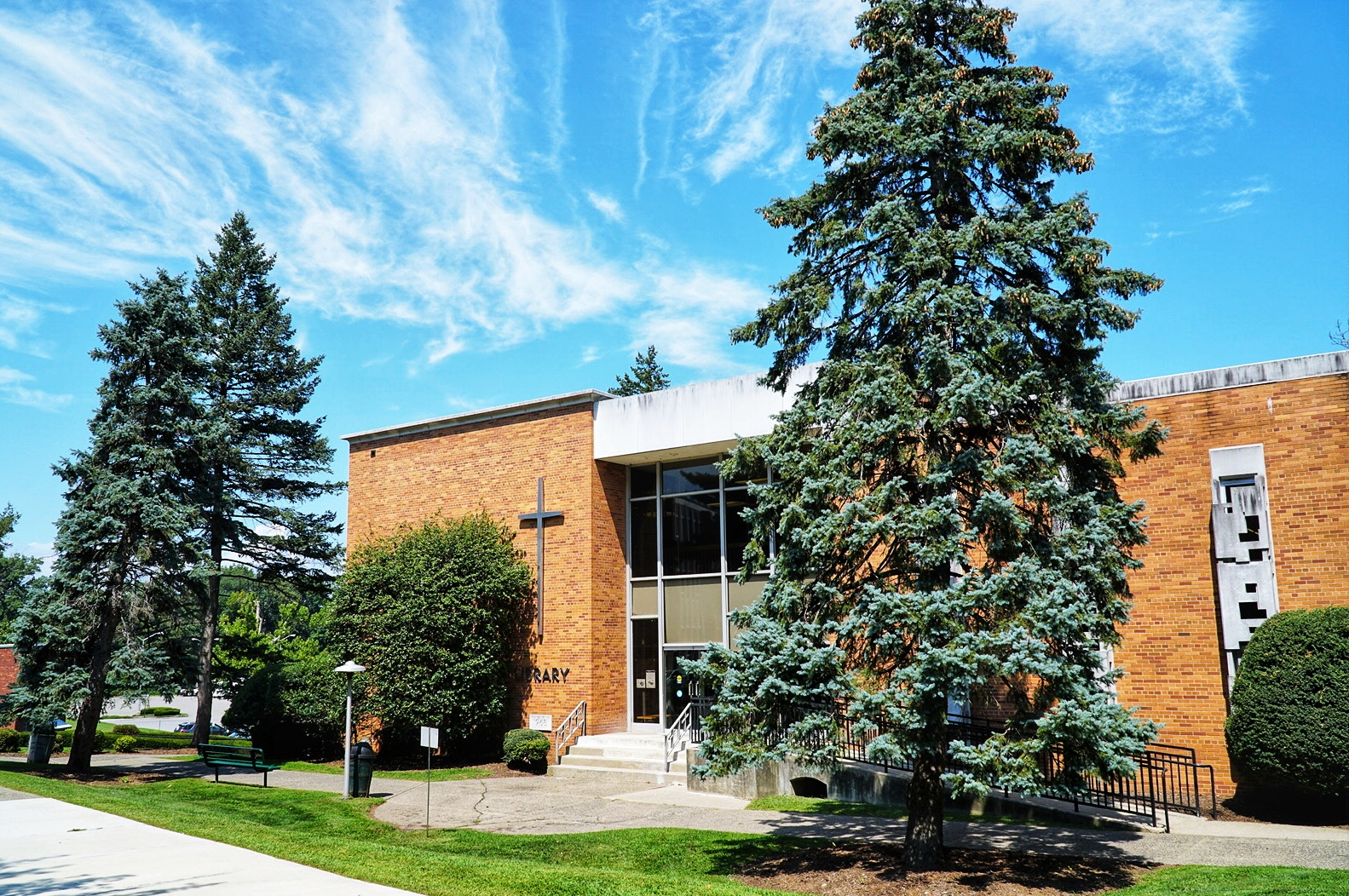 Image of the front pf the lodi campus library