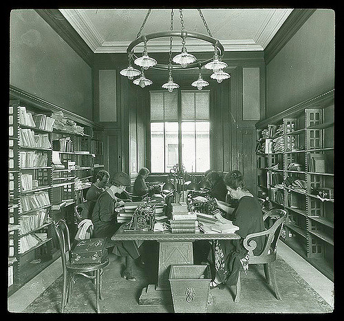 Photo 1926 reading room