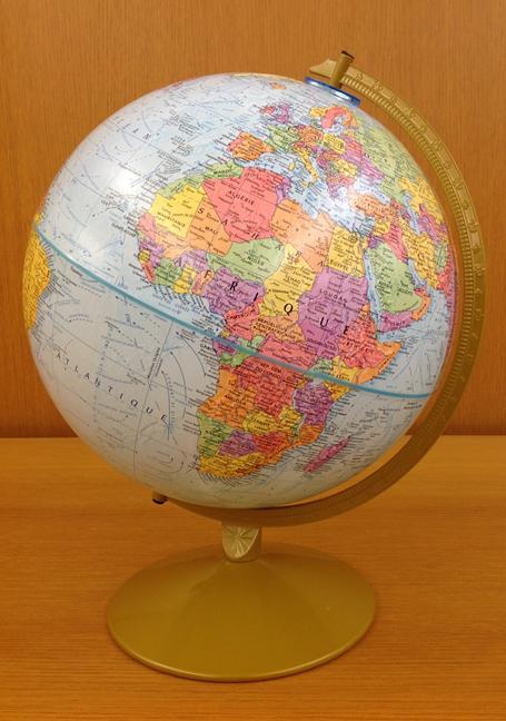 Earth globe French