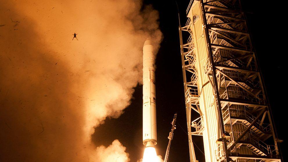 Frog photobombs NASA rocket