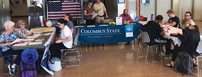 students registering to vote the Delaware Campus
