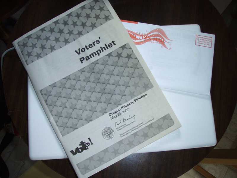 photographic image of an Oregon Voters' Pamphlet with ballot return envelope dated May 2008