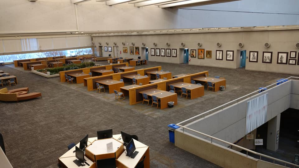 empty tables on mulford health science library fifth floor
