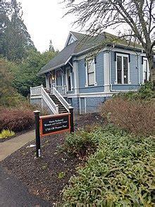 Image of blue house home to Hattie Redmond WGC