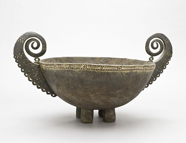 Bowl with feet and spiral handles