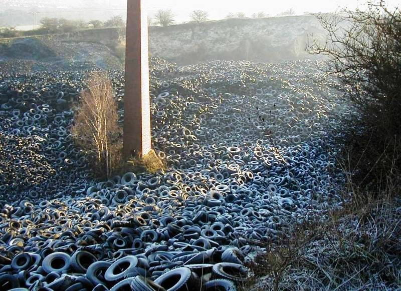 Thousands of discarded tires. By Cugerbrant (Own work) [CC BY-SA 4.0 (https://creativecommons.org/licenses/by-sa/4.0)], via Wikimedia Commons