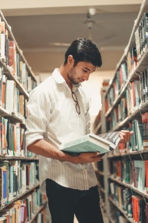 libraries browsing student