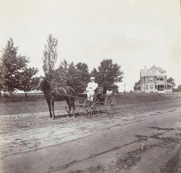 """""""Mother"""" Noble driving, 1900"""