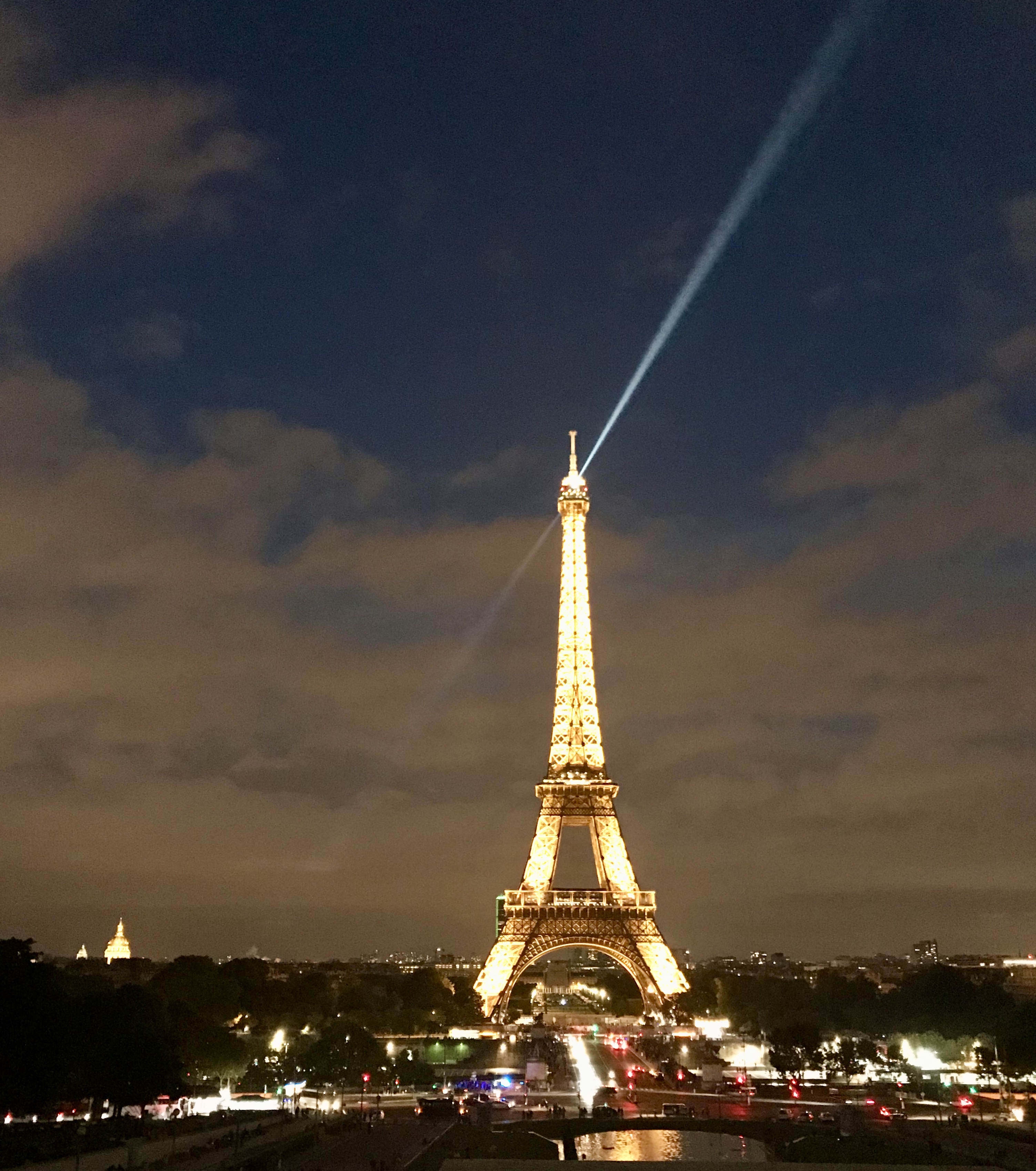 Photo of the Eiffel Tower at night