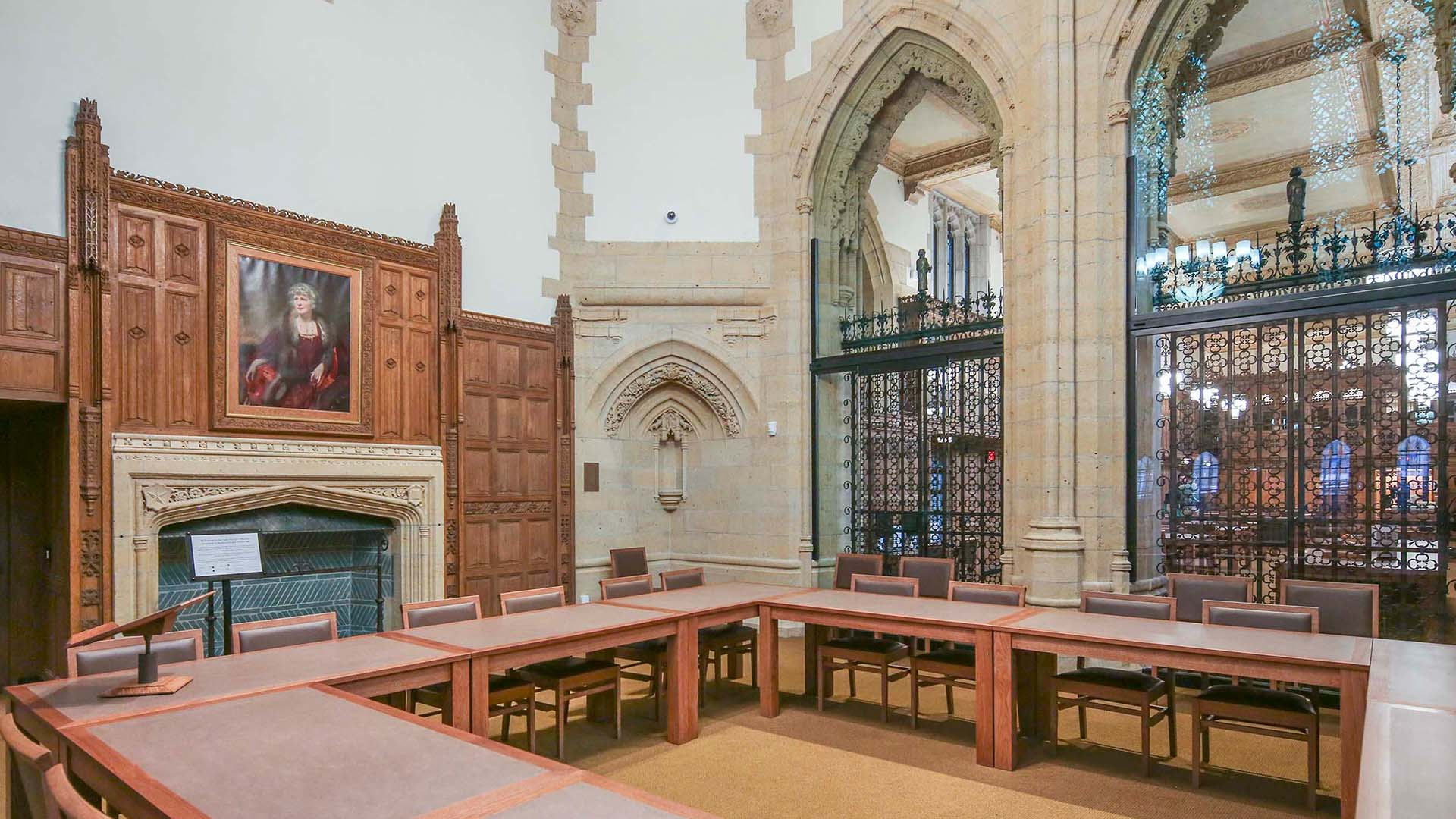 A photo of the Gates classroom at Manuscripts & Archives in Sterling Memorial Library.