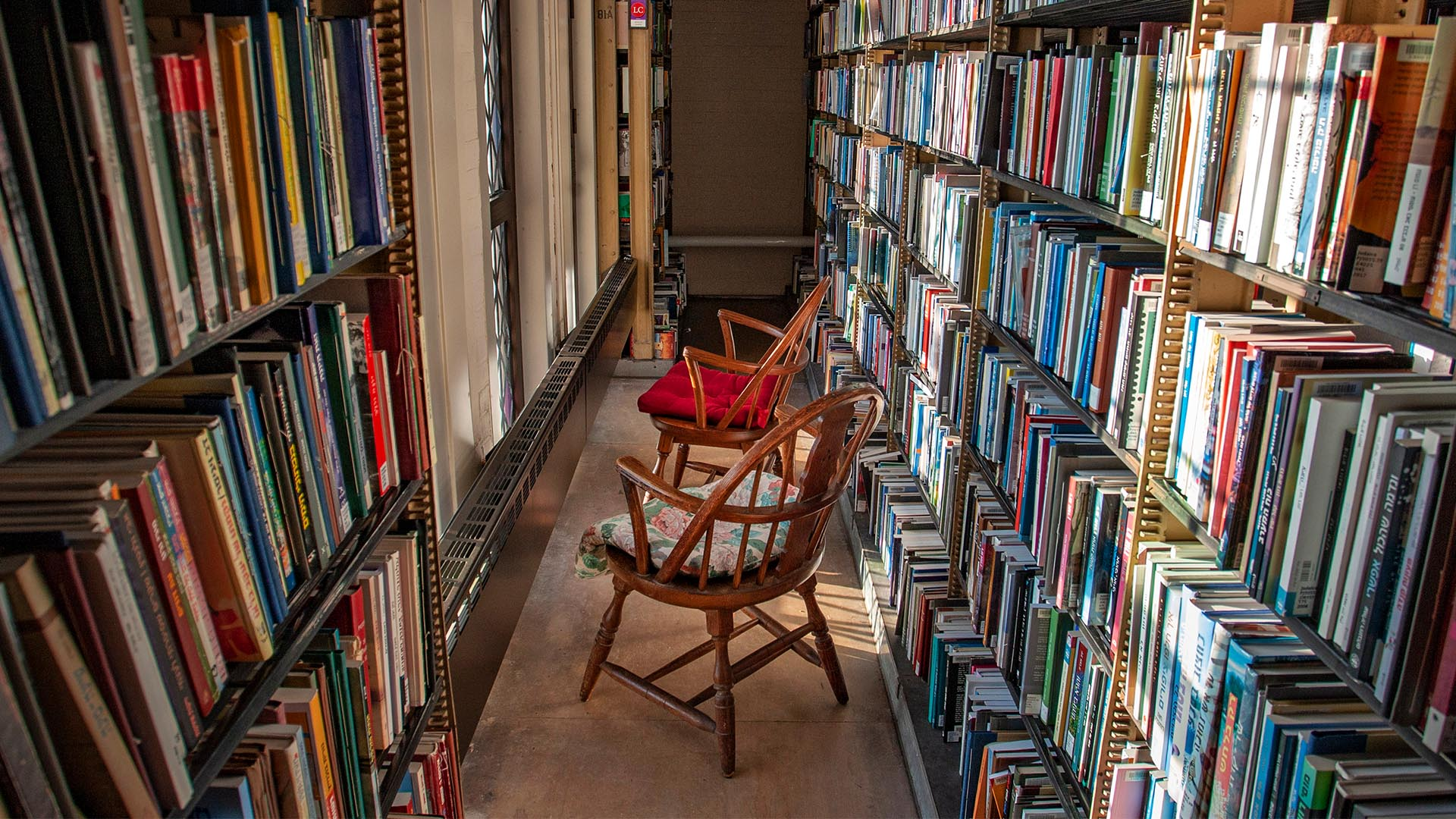 A photo of the inside of the Sterling Memorial Library stacks.