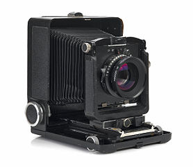 Large format camera with expanding bellows
