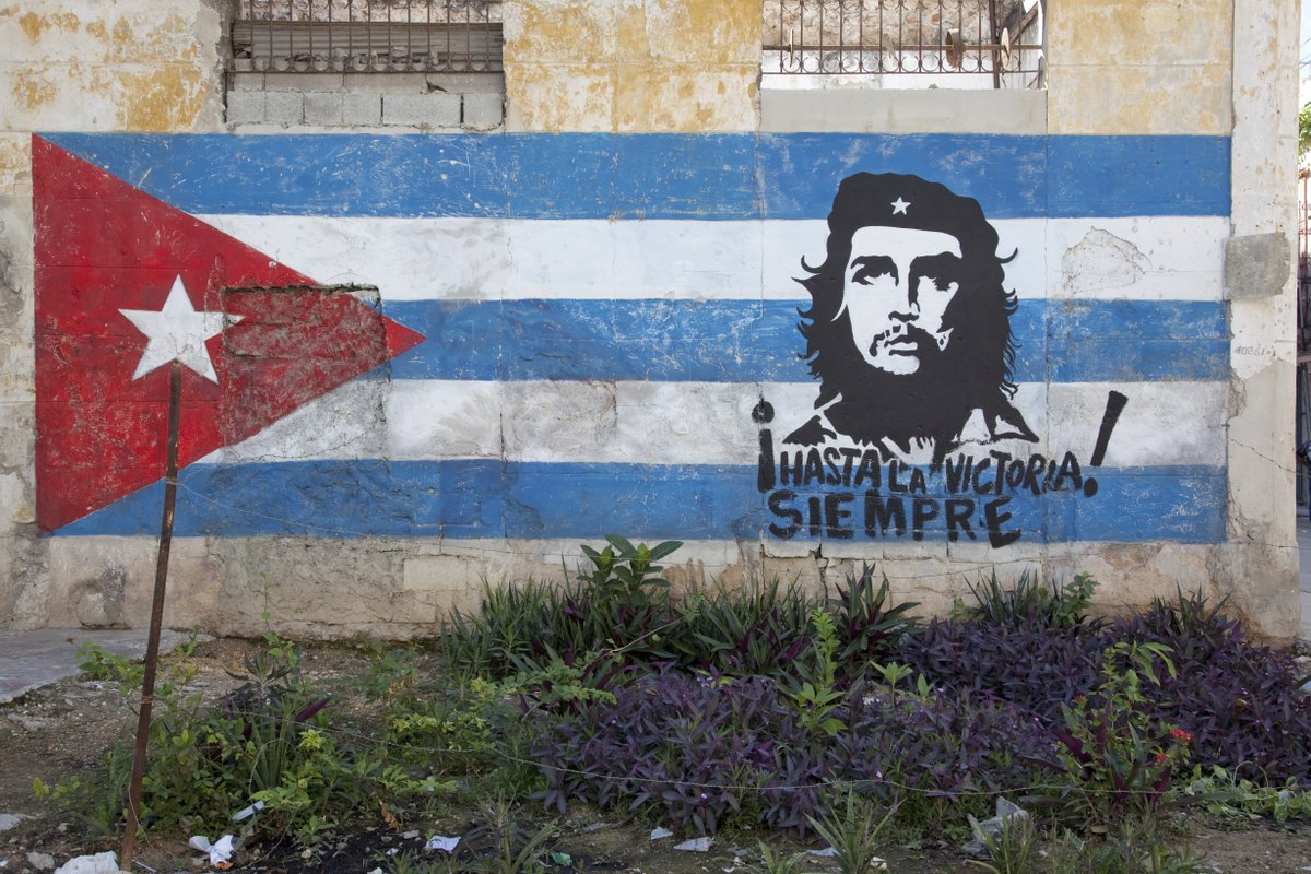 Image of street art of Che Guevera and Cuban flag