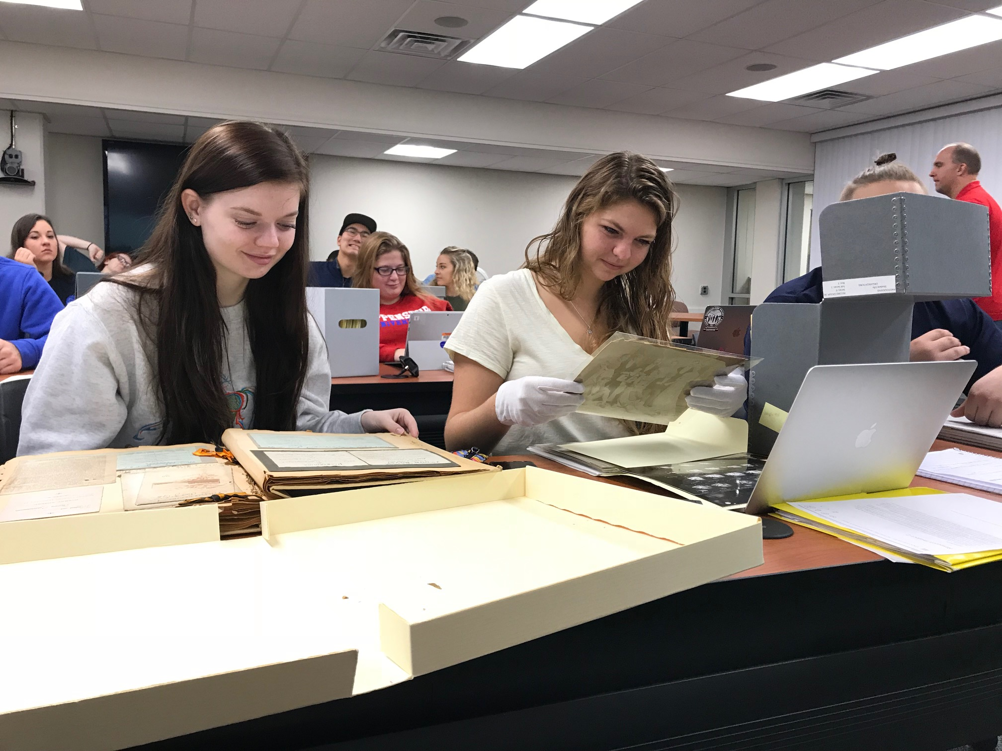 Students in Archives Workshop